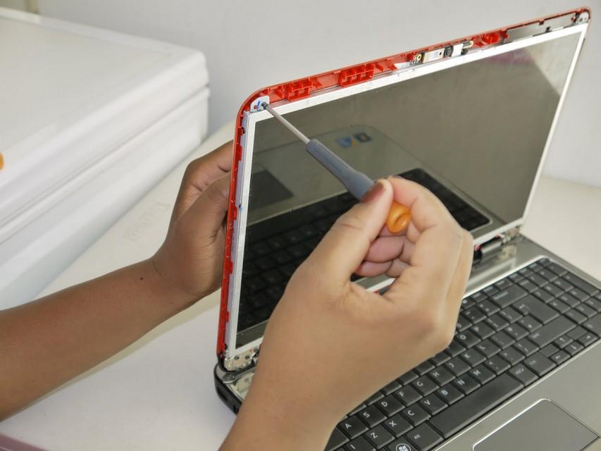 Замена матрицы на ноутбуке Packard Bell в СПб